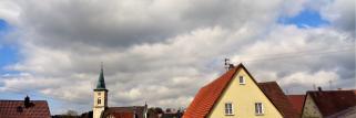 heubergwetter: sonne, wolken und eisiger wind.