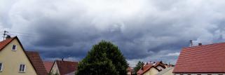 heubergwetter: heute herbst, mit regen, wind und etwas sonne .