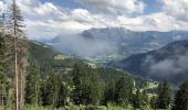 Weg von Alp Darpagaus nach Siat auf ca. 1450 m ü. NN, Blick Richtung Osten über Breil. Bewölkung aufgelockert, die Schauer sind abgezogen Richtung Nordosten. So schnell ändert sich das Wetter in den Bergen.
