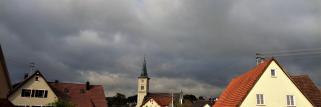 heubergwetter: der himmel ist ganz bedeckt, die sonne hat kaum eine chance.