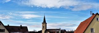 heubergwetter: die wolken reissen auf, sonne und blauer himmel zeigen sich.
