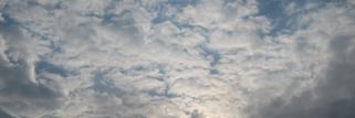 Sonne unter den Wolken-feucht warme Witterung !
