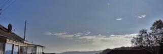 heubergwetter(sw-alb): kühle nacht, etwas nebei im tal, sonne auf dem berg.