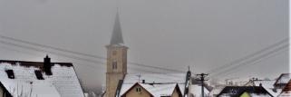 heubergwetter(sw-alb): nebel am boden, fahle sonne und dünne wolken oben.
